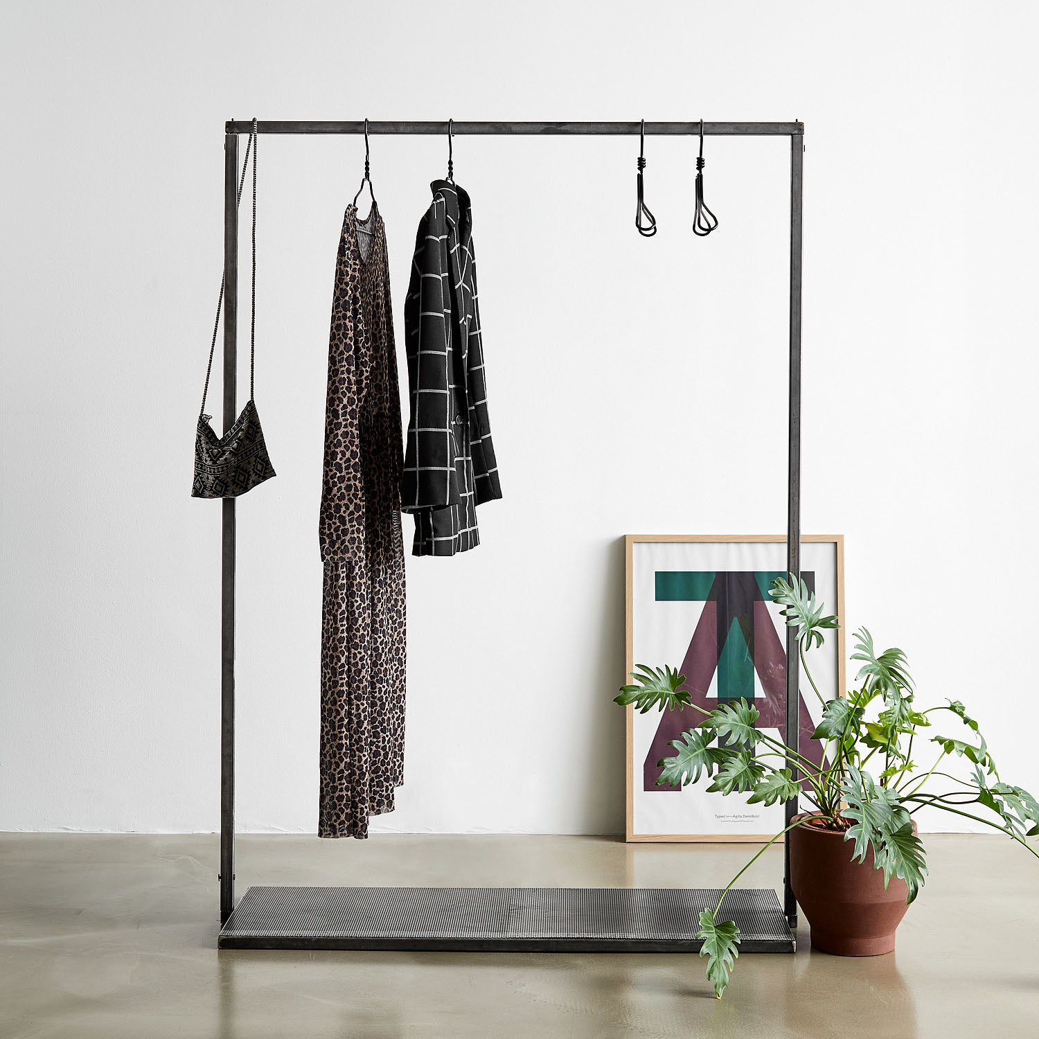 RackBuddy Vincent –  Iron clothes rack with iron net bottom