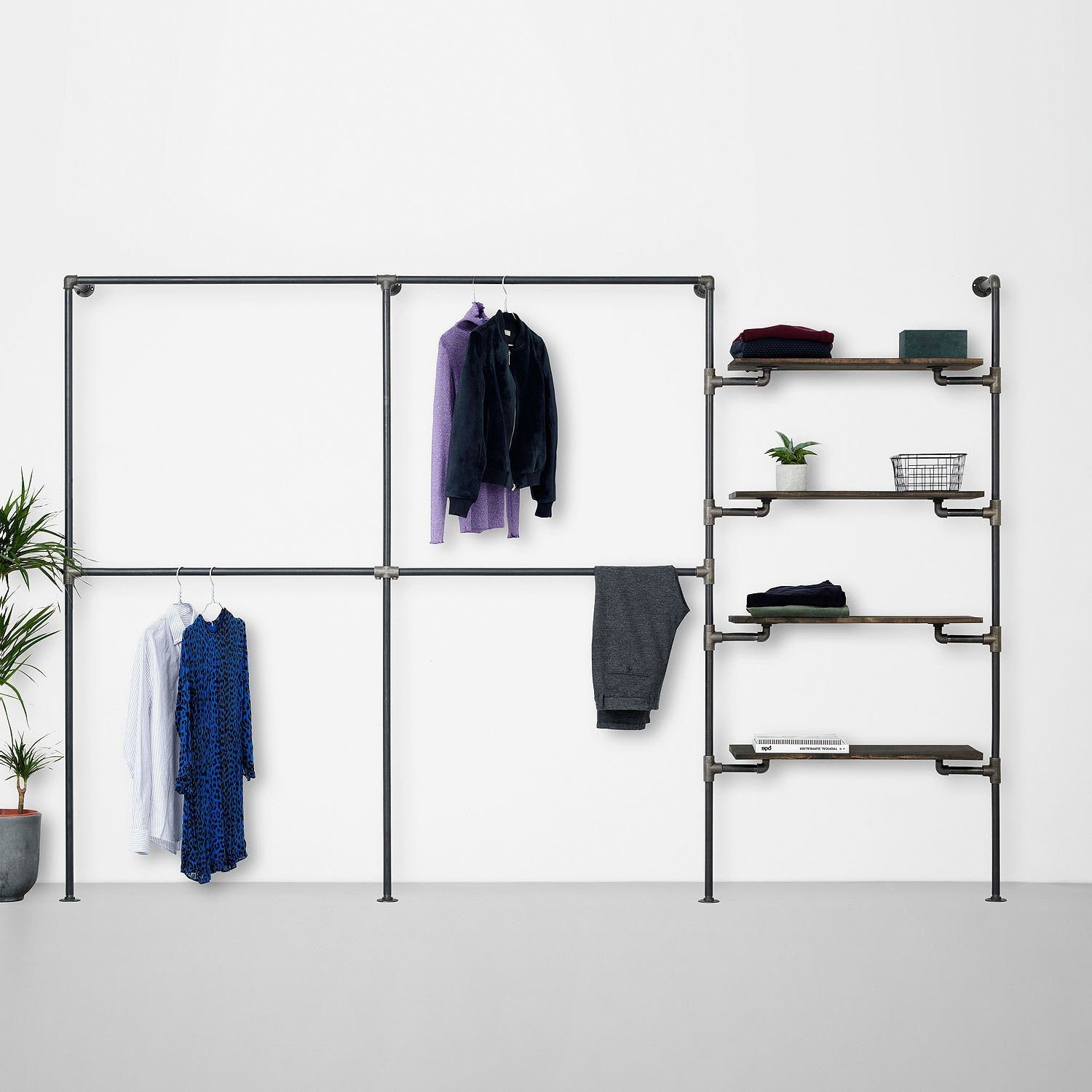 The Walk-In 3 row wardrobe system - 2 rails / 2 rails / 4 shelves