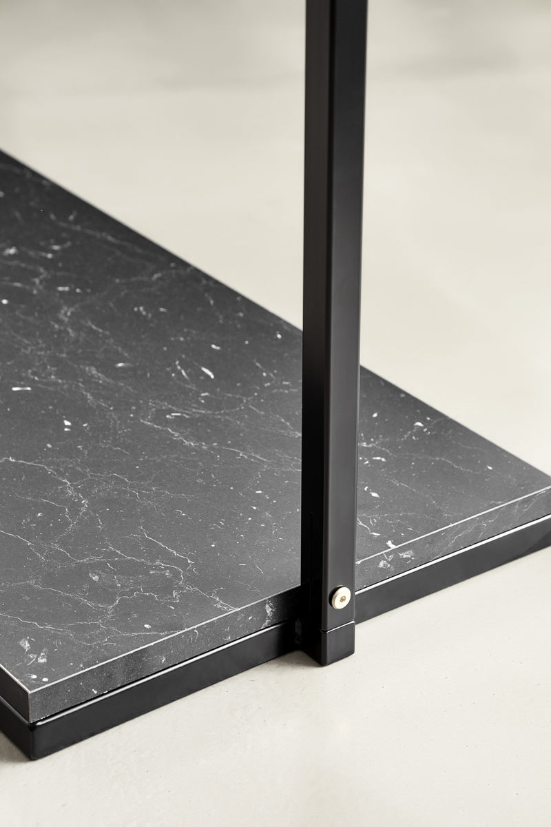 Marble-look base in black