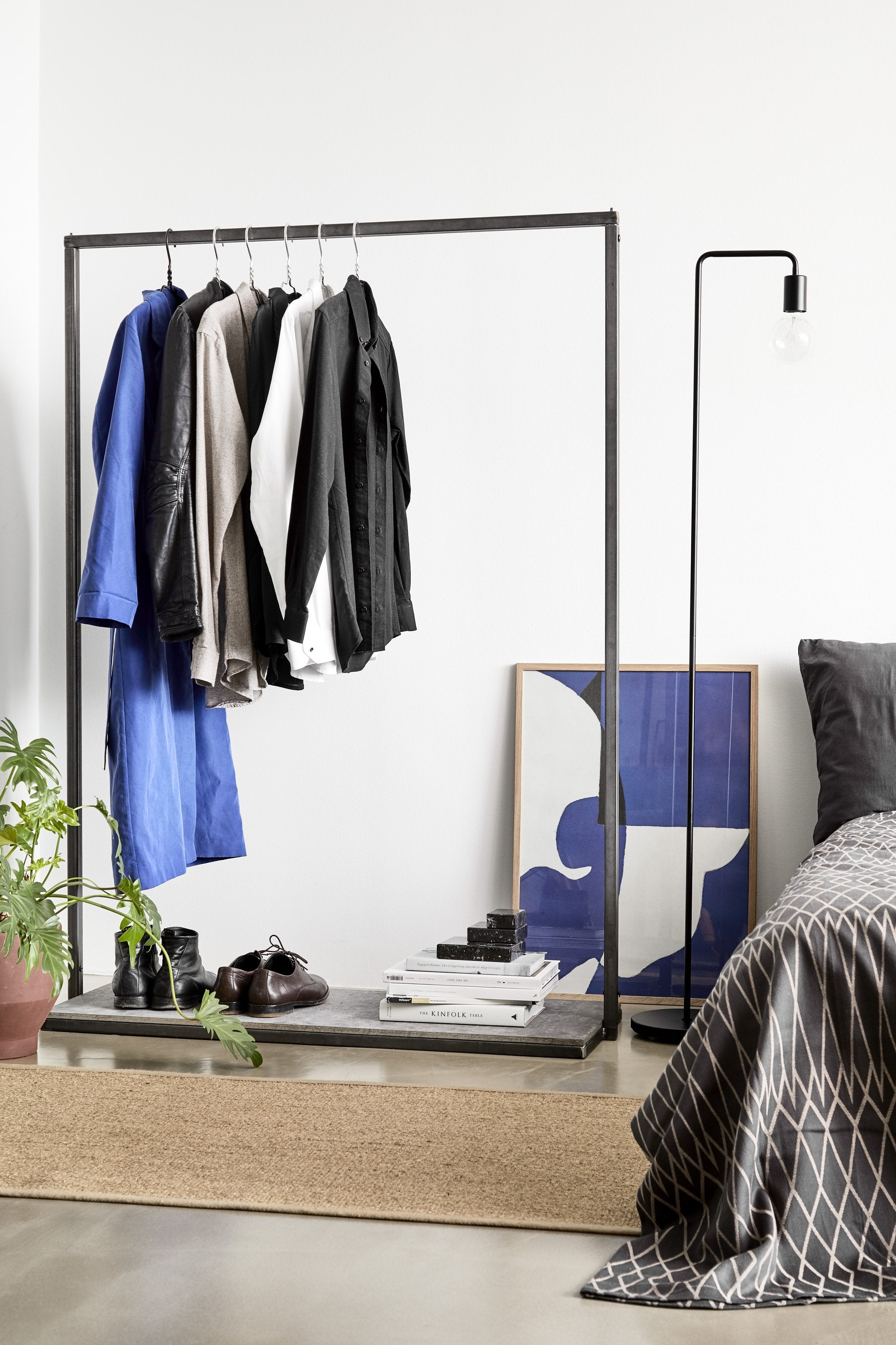 RackBuddy Pablo - iron clothes rack with concrete-look bottom