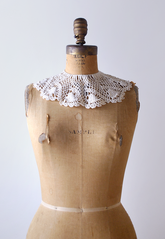 Vintage Crochet Lace Scalloped Collar