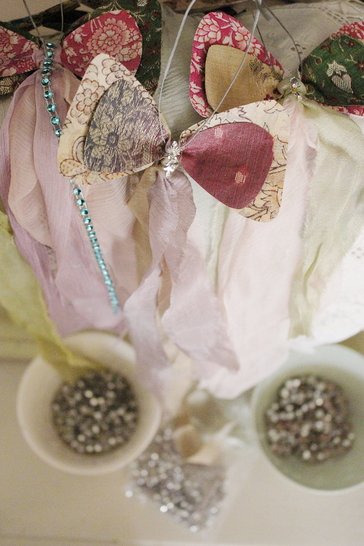 CHRISTMAS BOW DECORATION WORKSHOP - SATURDAY 30TH NOVEMBER - 2-4pm ~ THE READING ROOM, CRATHORNE