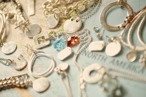 Personalized jewelry: the perfect travel companion