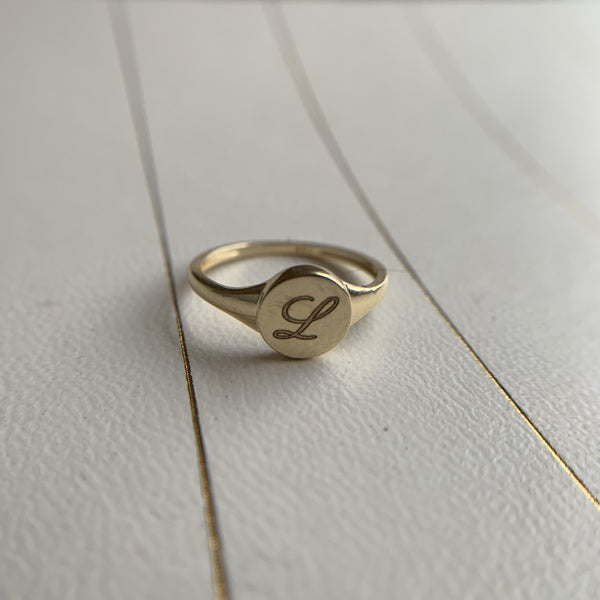 Perry 10K MINI Circle Signet Ring - Suetables