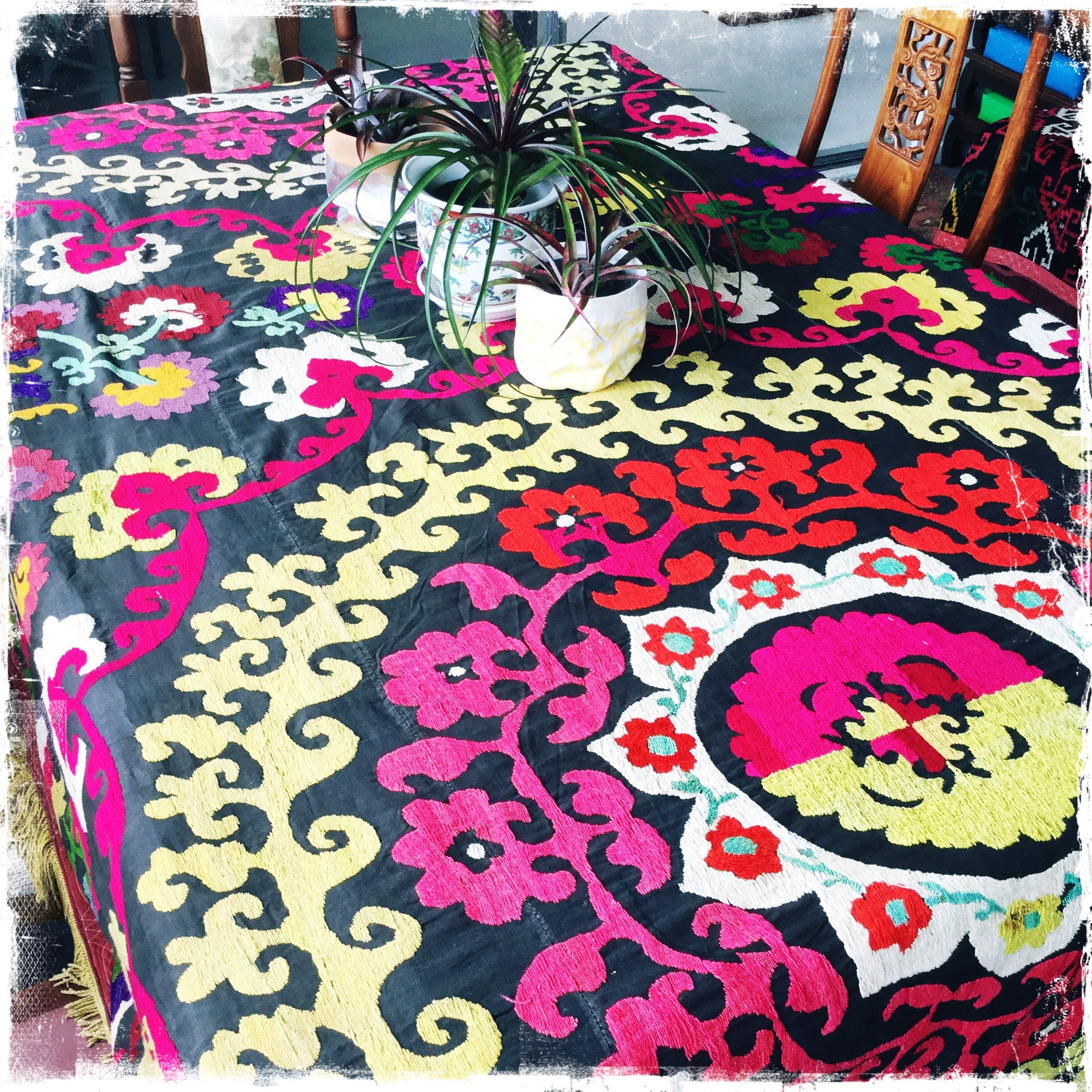 Charmant Amazing Vintage Suzani Bedspread, Antique Silk Uzbek Tablecloths, Suzani  Embroidery   Honorooroo Lifestyle