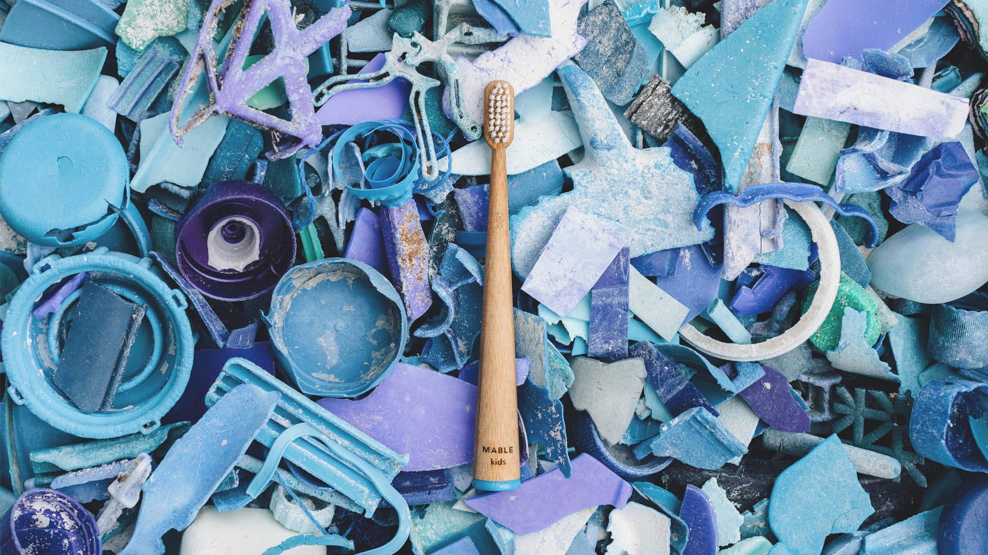 Mable bamboo toothbrush, ocean plastic