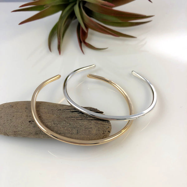 Thin Polished Faced Bracelet