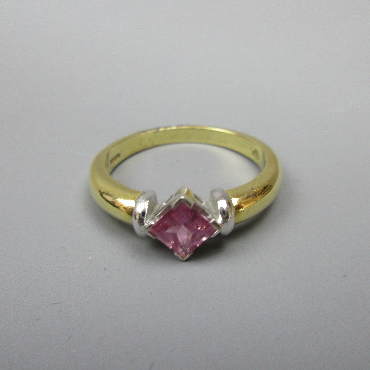 18ct Gold and Pink Sapphire Ring Size O/7