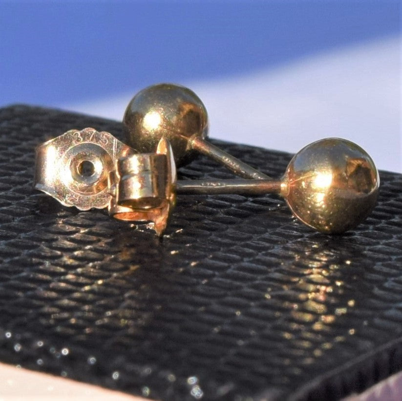 18ct Yellow Gold Stud Earrings Contemporary