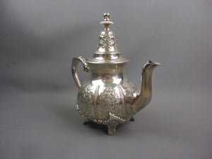 18ct Gold Hallmarked Floral Design Dress Ring with a Cubic Zirconia Centre