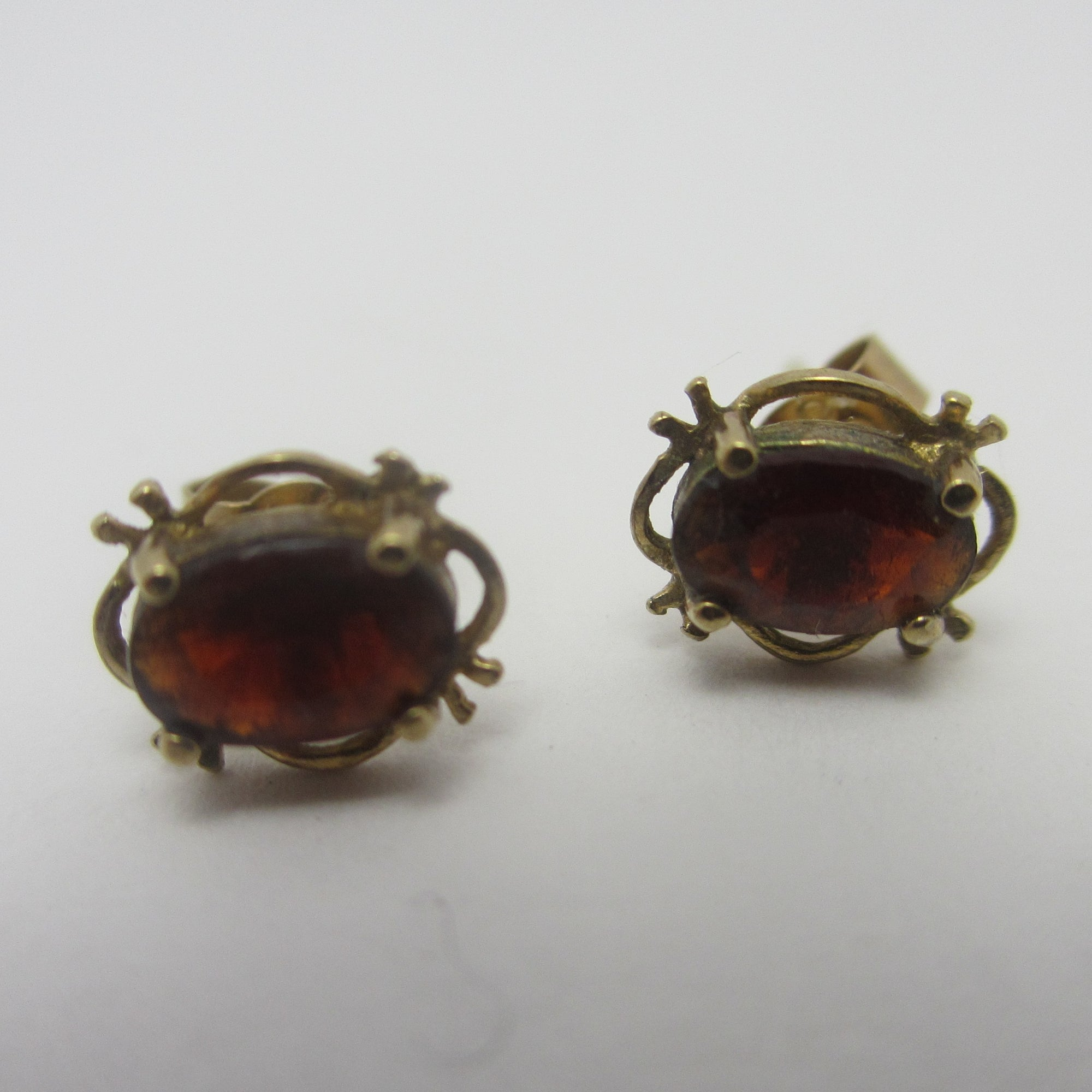 Garnet in 9k Gold Stud Earrings Vintage c1980