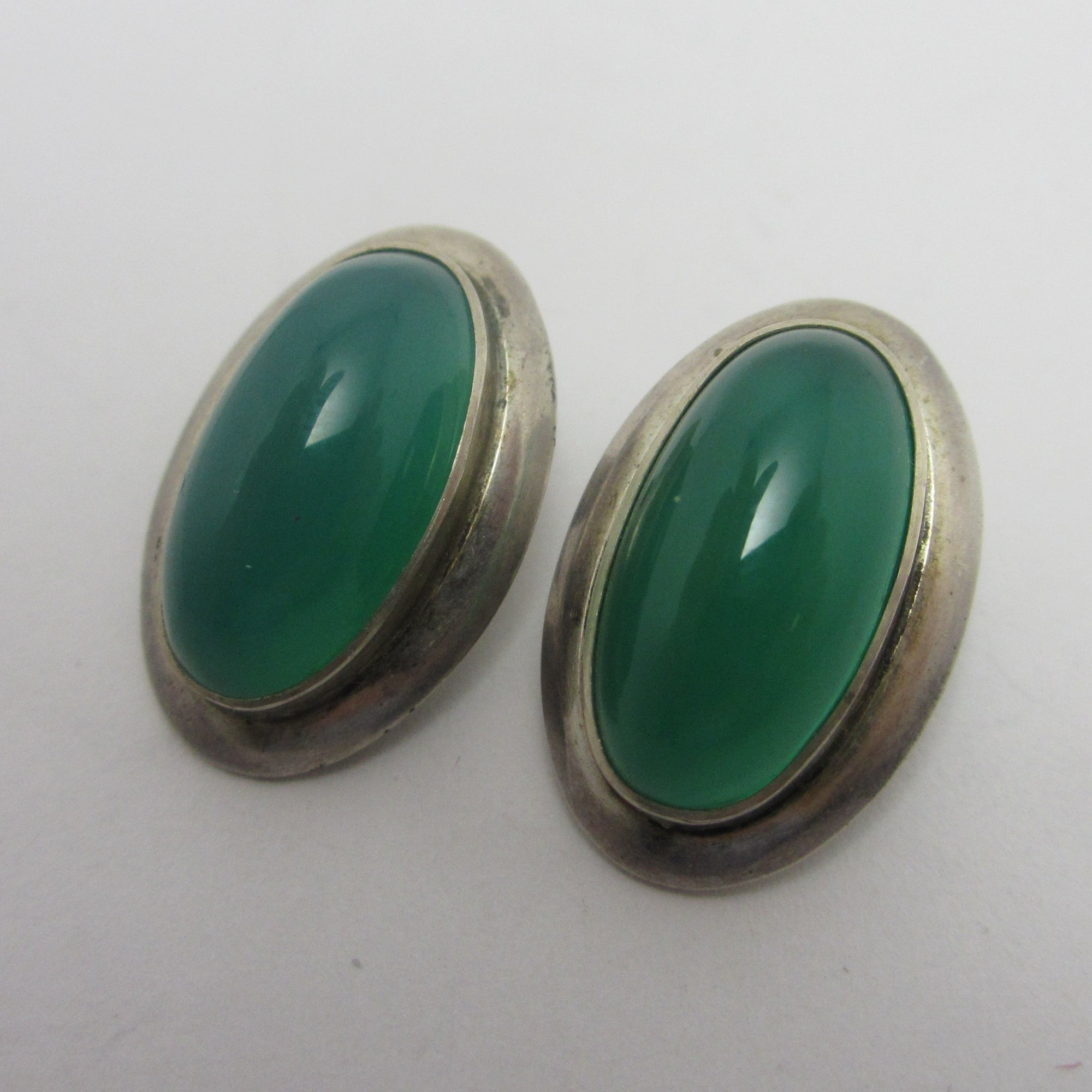 Cabochon Green Chrysoprase Sterling Silver Lever Back Earrings Vintage c1970