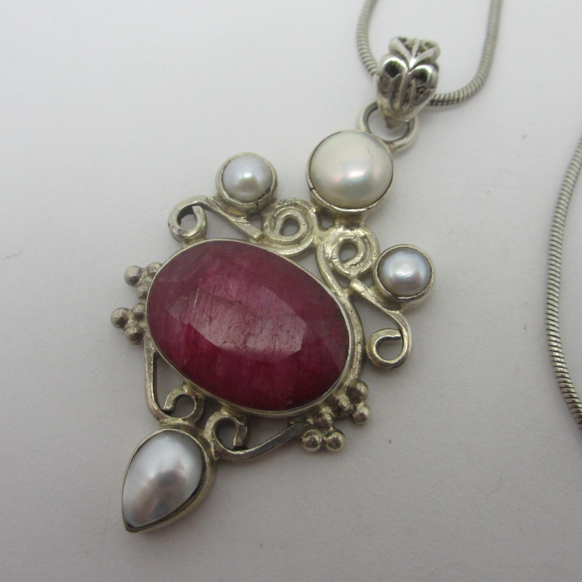 Sterling Silver Semi Precious Red Stone & Pearl Pendant Necklace Vintage c1980