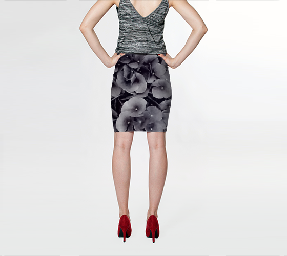 Black Hydrangea Fitted Skirt - Tru-Artwear.ca