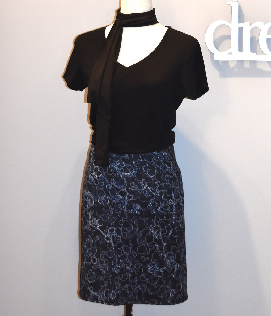 Black and Blue Vine Fitted Skirt - Tru-Artwear.ca