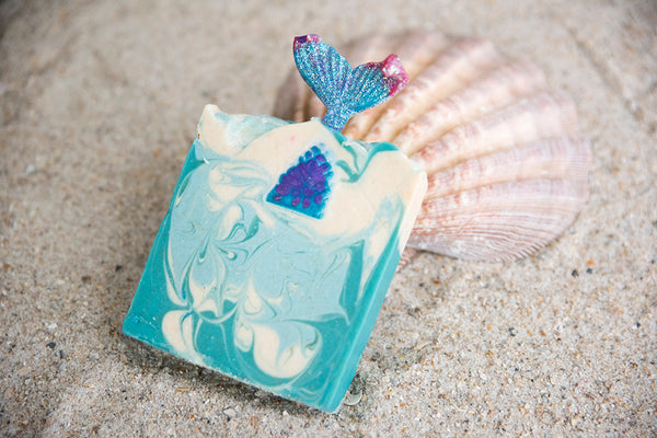 The Best Women's Razor under the sea, the Mermaid Razor for the smoothest, cleanest shave, be bikini ready with Lequa Beauty