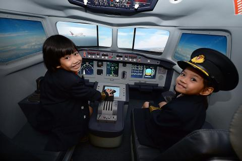 Expert Series: An Interview with KidZania Singapore | How to be a Pilot!