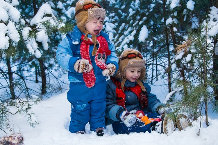 Tips to Keep Your Kids Warm on Your Winter Vacation - Hats and Mitts