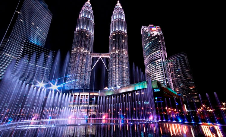 7 Popular Family-friendly Attractions to Visit in Kuala Lumpur - Petronas Twin Towers
