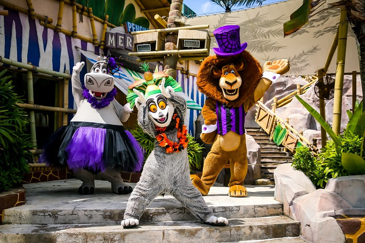 Universal Studios Singapore - The cast from the Madagascar films