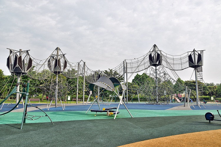 Free Outdoor Playgrounds in the North - Woodlands Waterfront Park