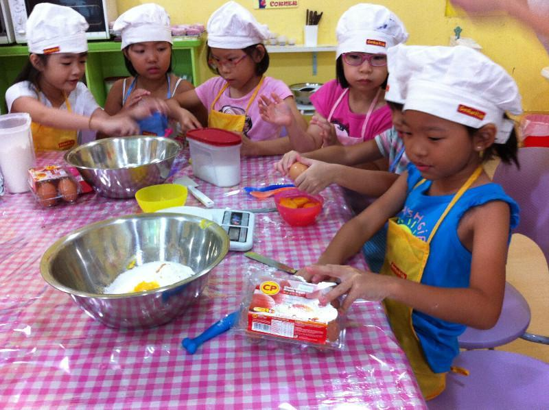 Genius R Us: Baking Workshop for 1 Parent + Child Pair @ $49 (U.P. $78)