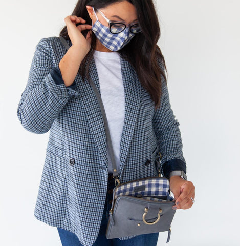 A blue outfit with the solidity of ultimate gray is a chill look