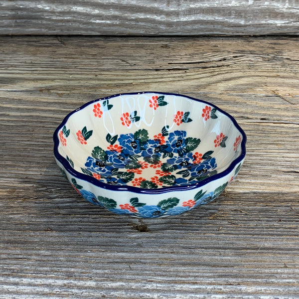 CA Small Scalloped Bowl