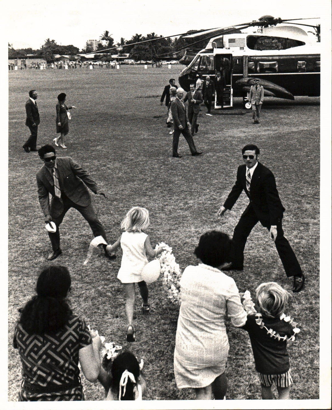 Bob Young Pulitzer Prize Photo of Nixon Young Girl Running and Secret Service