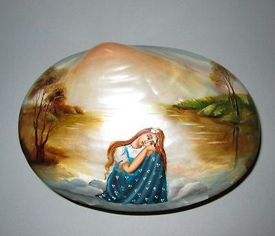 RUSSIAN Hand Painted LACQUER SHELL Jewelry BOX Treasure