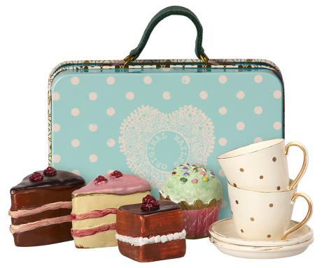 suitcase with cakes & tableware for two