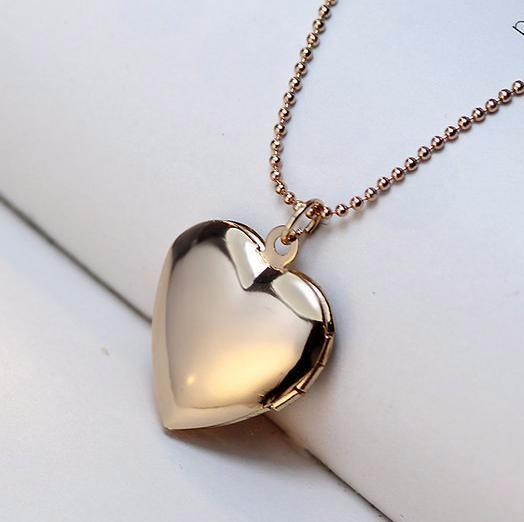 Lovely Dog Paw Photo Frames Open Locket Necklaces. Free Giveway