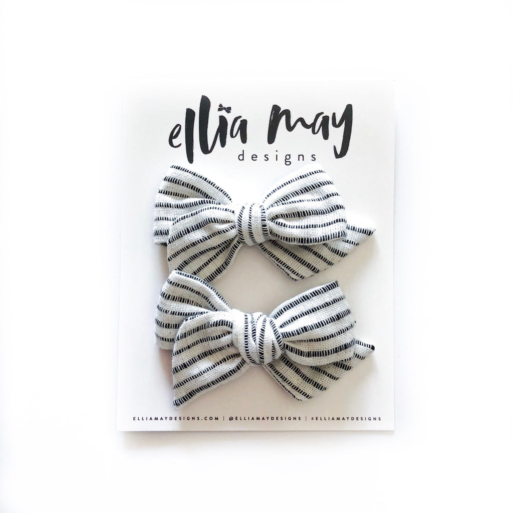 Black and White Stripes- Mini Twirl Piggie Clips