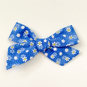 Daisies on Blue - Oversized Knot