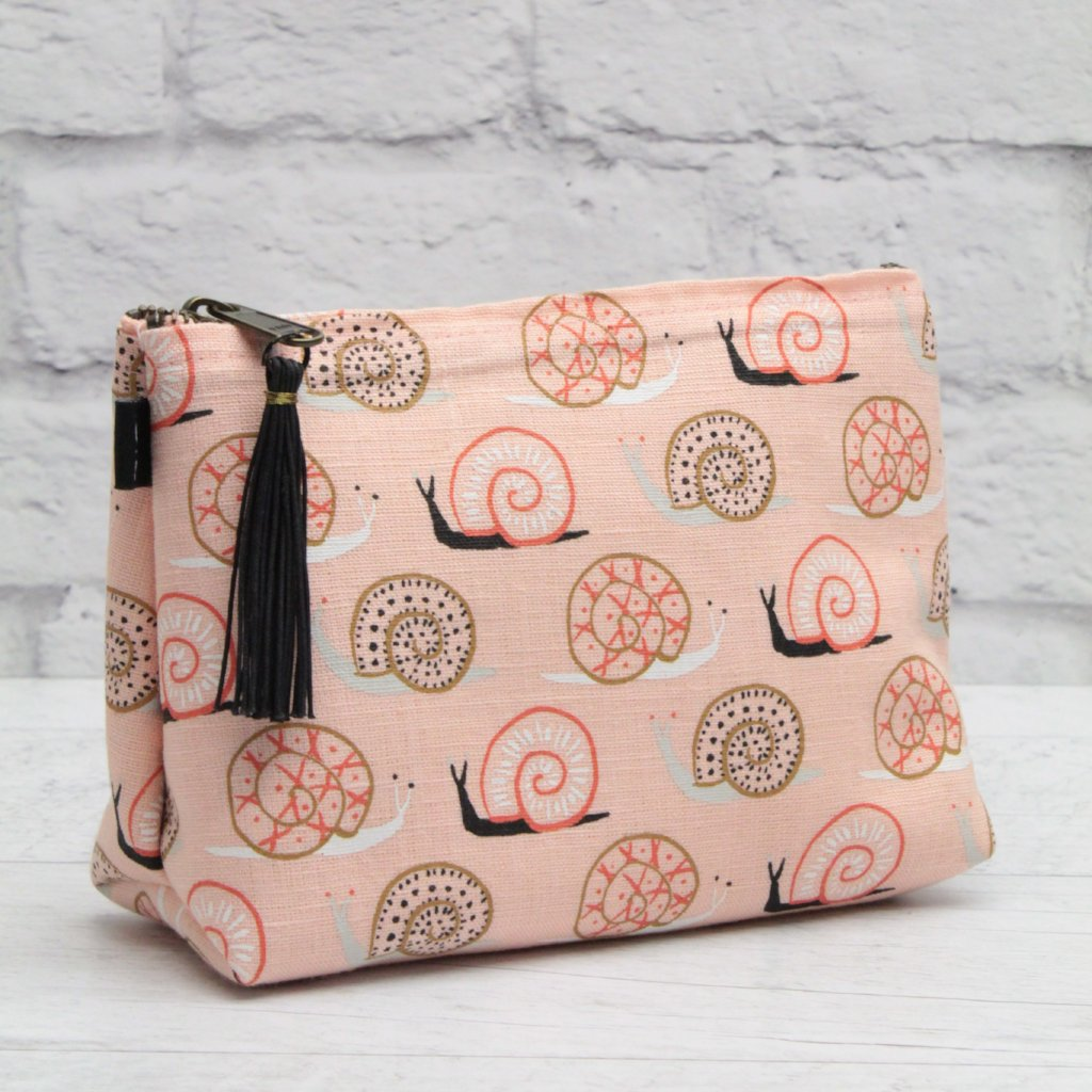 Pochettte-trousse rose- à large fond- Escargot