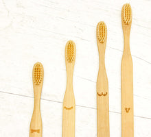brosse-a-dents-en-bambou,bambou-antibactérien,compostable,biodegradable,ecoresponsable,montreal,boutique-casa-luca,boutique-montreal