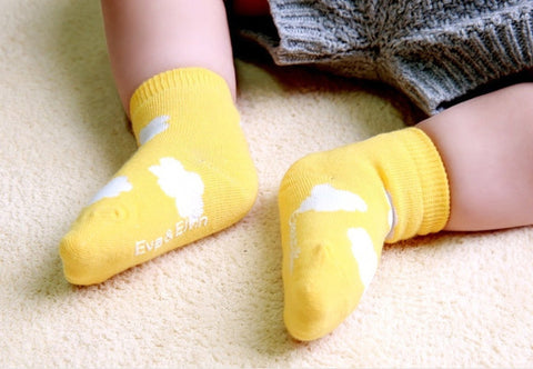 Six pack Newborn/Infant non skid Cloud Socks