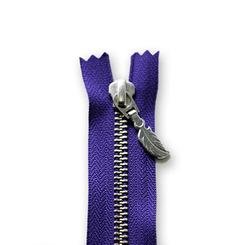18cm Zip Silver Feather Bright Purple 559