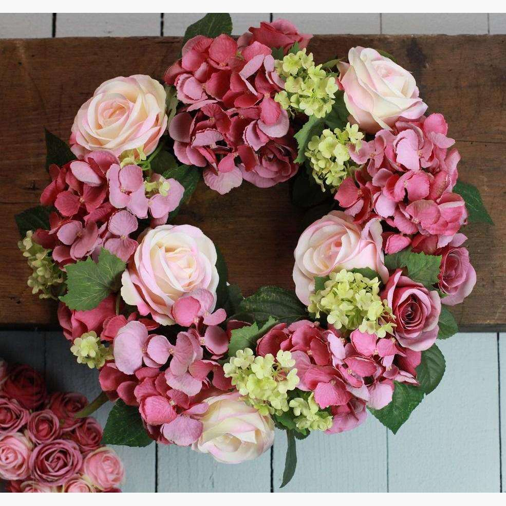 Wreath/Centrepiece with Roses and Hydrangeas - Rose Pink