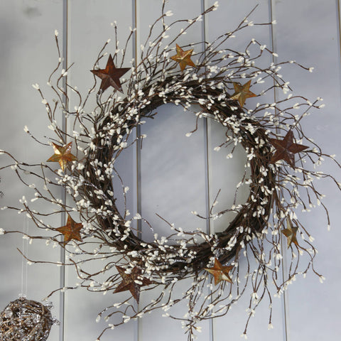 Cream Mini Berry Wreath with Rustic Metal Stars