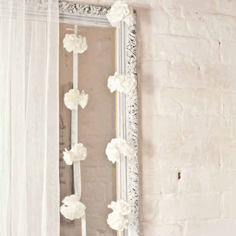 Clustered Roses On Hanging Garland White (21 ROSES)