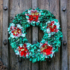Upcycled Rag Rug Christmas Wreath in Red and Green Made of Old Recycled Clothing