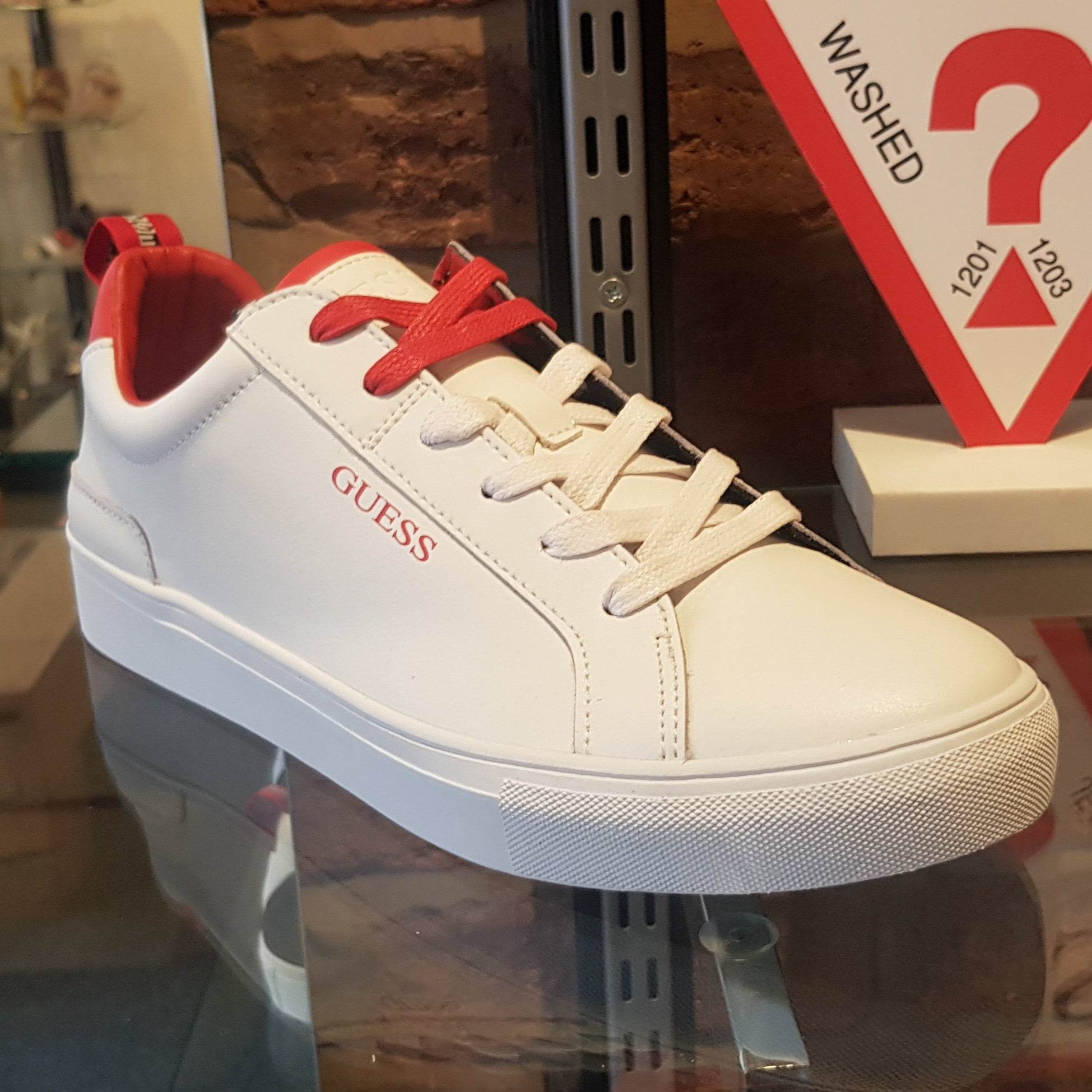 Low Men White/Red FM7LUILEA12