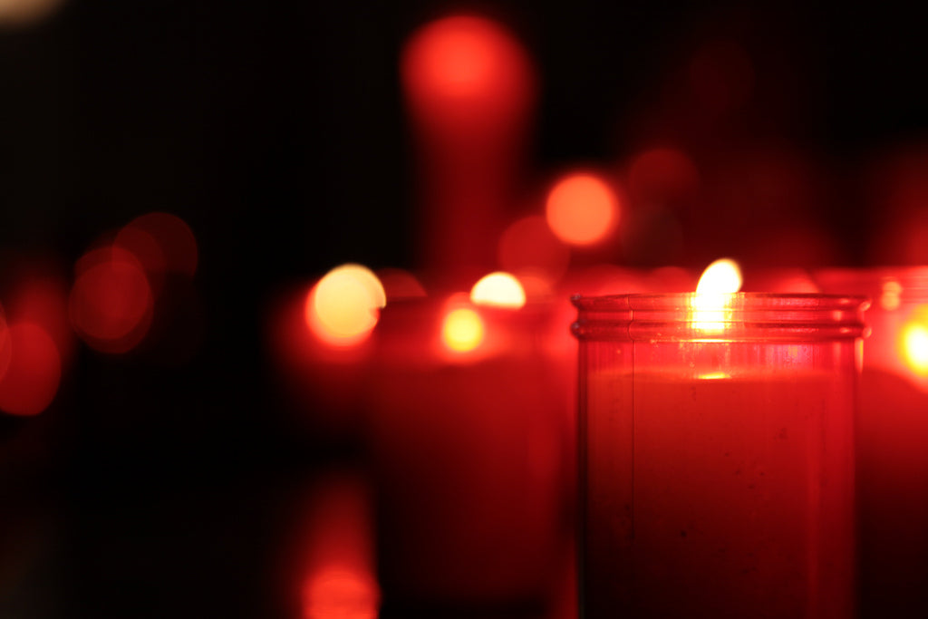red-candles-home-decor