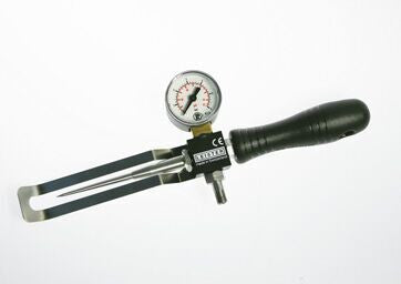 Compressed air testing device with thick testing needle