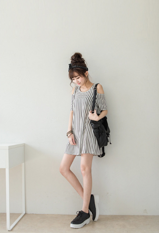 Buyvel Japanese Cold Shoulder Tee