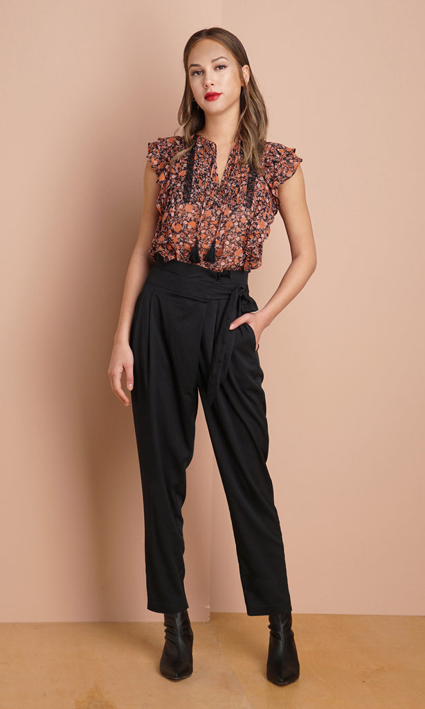 black belted high waisted pants