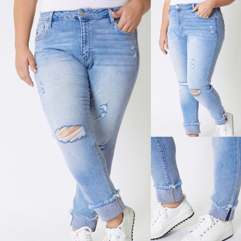 "Curvy Kancan Light Wash Distressed Jeans ""Presley"""