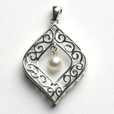 Cargo Hold Southern Gates Freshwater Pearl Pendant.