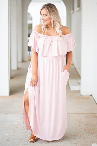 full figure woman in a maxi dress - Pink